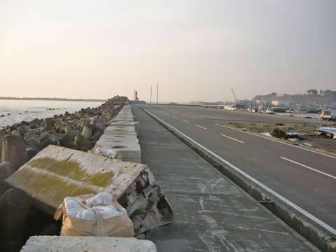 八木北港の震災の爪跡