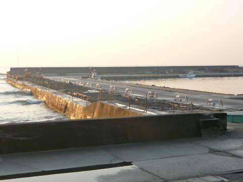 種市漁港の堤防