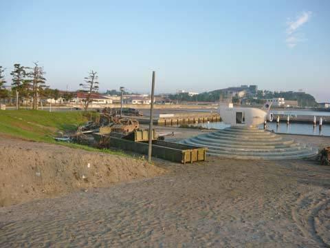 海浜公園のガレキ