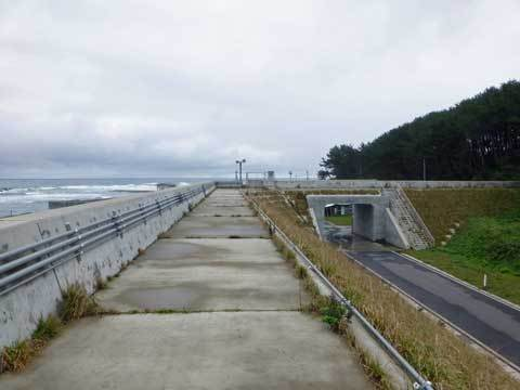 川尻の防潮堤