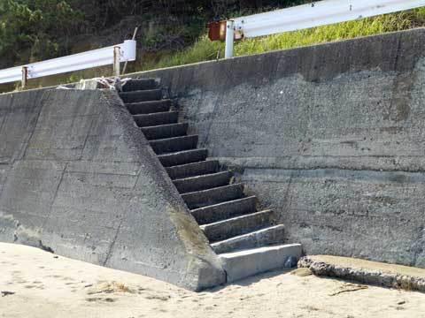 海岸道路の階段