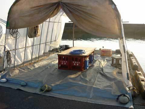 ウニ剥き作業用テント