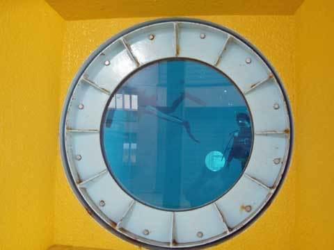 プールの覗き窓