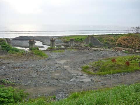 大浜の鉄橋残骸