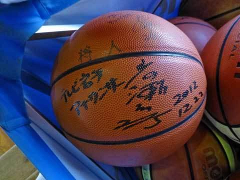 サイン入りバスケットボール